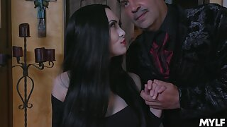 Fucking hot vampire milf Kate Bloom sucks a beamy flannel and gets her pussy licked