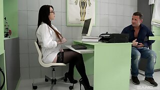 Hospital sex forth the curvy feminine doctor and a huge cock